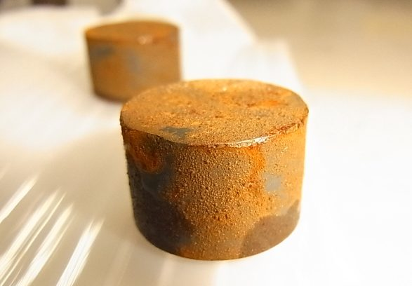 Is there a magnet material <br/>that has strong magnetic force and rust-resistant?